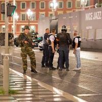 כוחות משטרה וצבא בזירת פיגוע בניס שבדרום צרפת, 15 ביולי 2016; צילום ארכיון – למצולמים אין קשר לדיווח (צילום: Ciaran Fahey, AP)