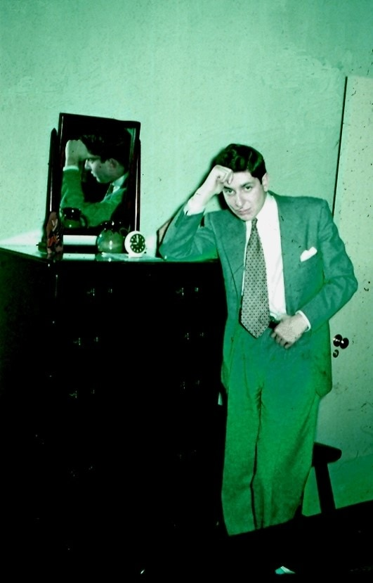לאונרד כהן בביקור אצל בן דודו החולה רוברט כהן במונטריאול, 1948 (צילום: באדיבות רוברט כהן)