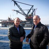 בנימין נתניהו ויובל שטייניץ בביקור באסדת הגז לוויתן, ב-31 בינואר 2019 (צילום: Marc Israel Sellem/POOL)