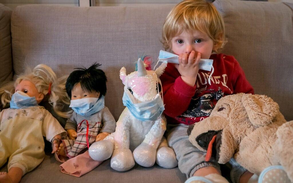 ילדים בתקופת הקורונה, אילוסטרציה (צילום: Chen Leopold/Flash90)