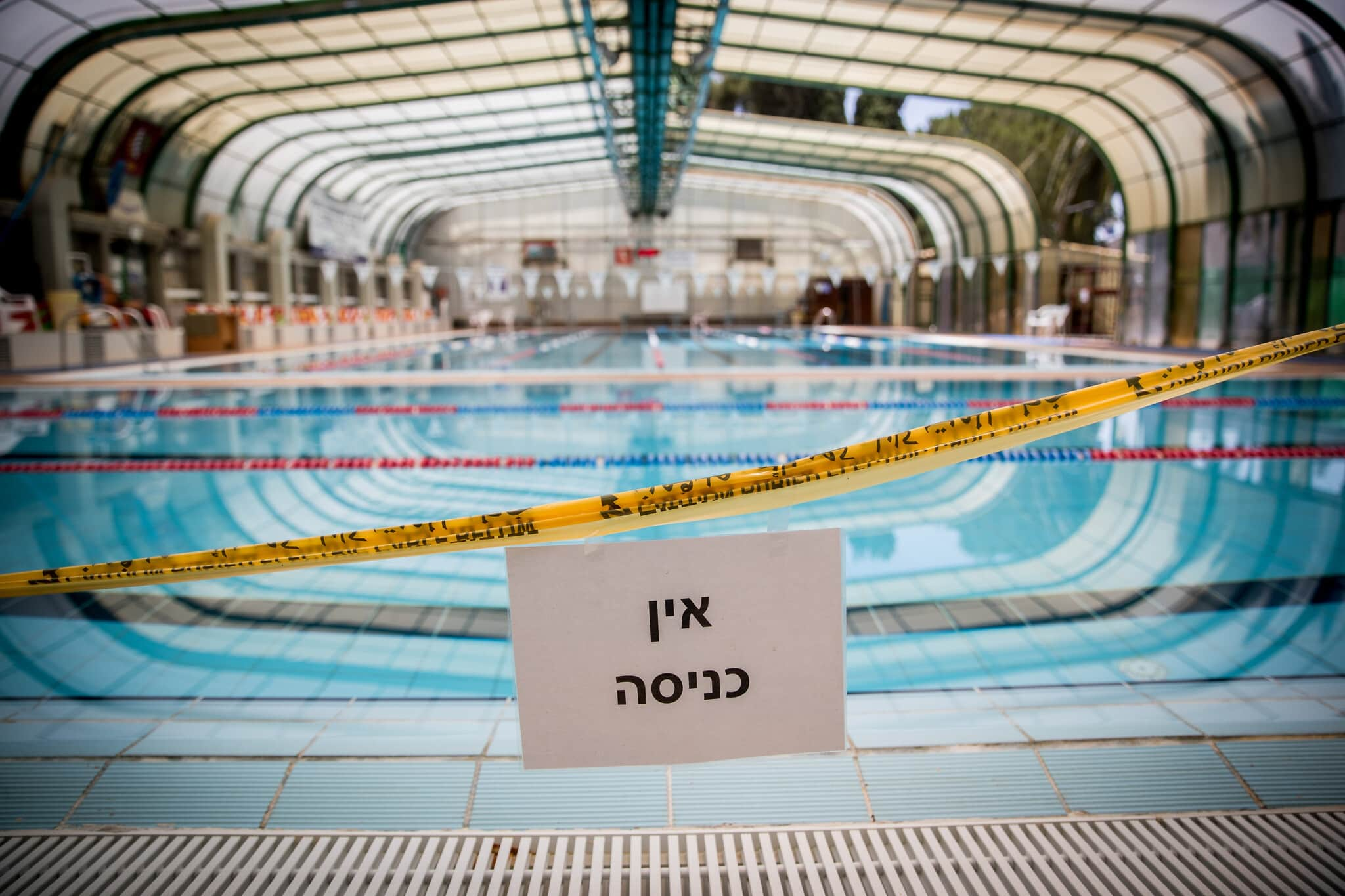 בריכת שחייה סגורה בירושלים, יולי 2020 (צילום: Sindel/Flash90)