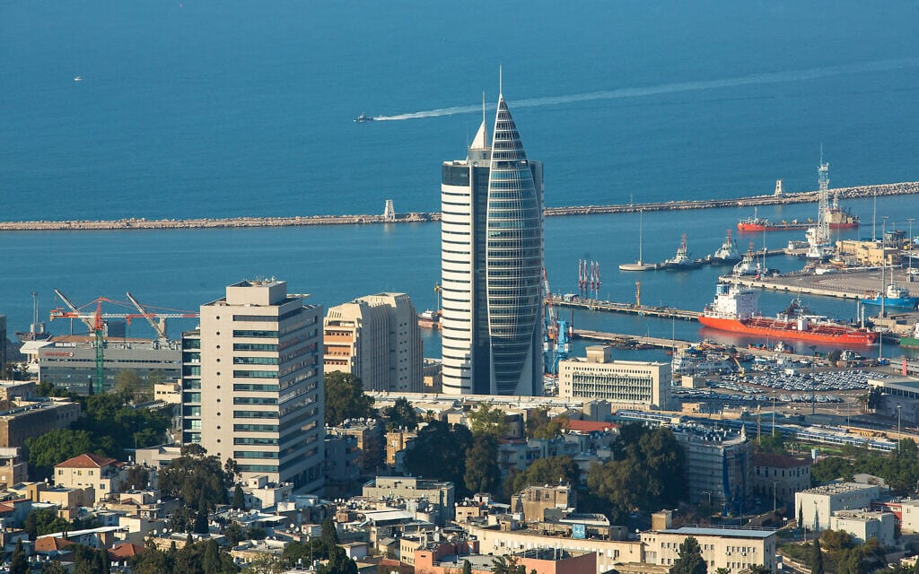 מגדל הטיל בחיפה (צילום: משה שי/פלאש90)