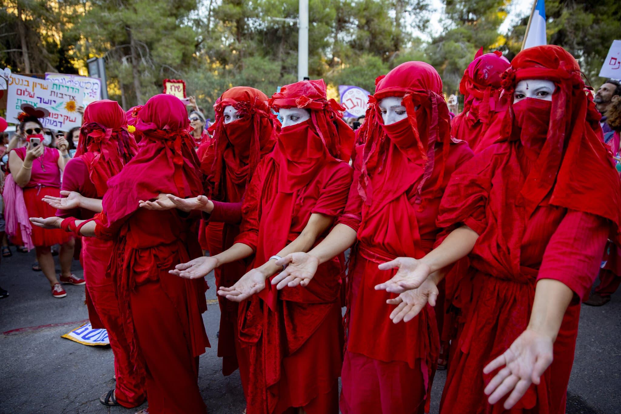 פעילים למען הסביבה מפגינים מול הכנסת, אוגוסט 2020 (צילום: Olivier Fitoussi/Flash90)