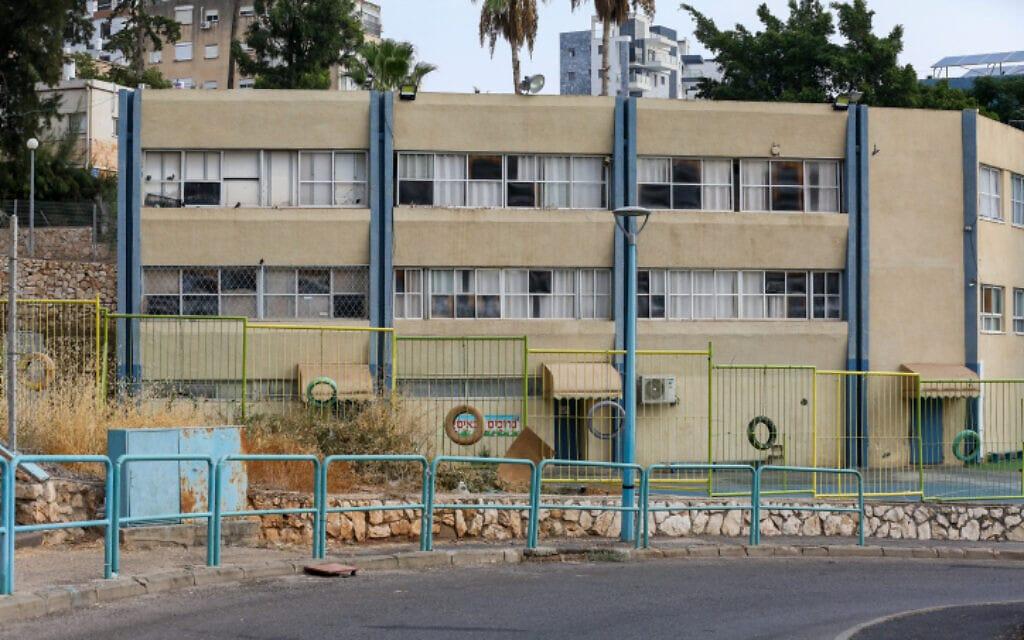 בית ספר בטבריה, שסגר את שעריו בגלל שיעורי תחלואה גבוהים בעיר, 1 בספטמבר 2020 (צילום: דוד כהן, פלאש 90)