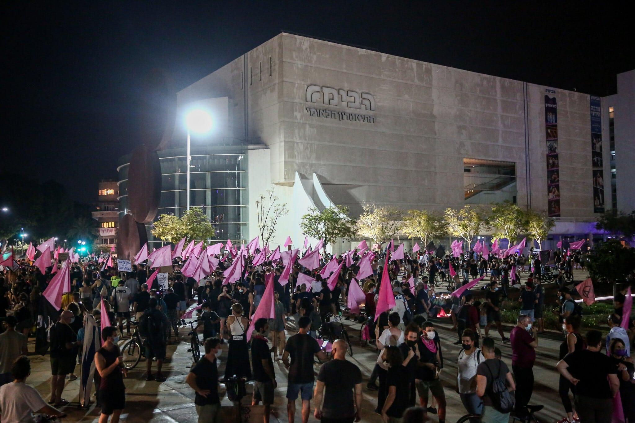 ההפגנה בכיכר הבימה בתל אביב, אמש (צילום: מרים אלסטר/פלאש90)