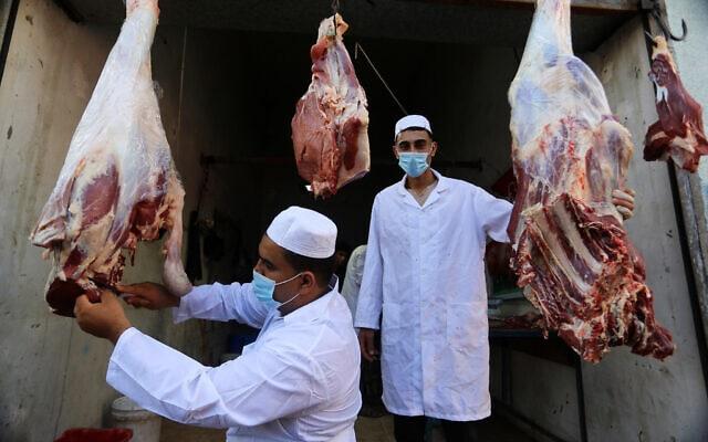 אילוסטרציה, דוכן למכירת בשר ברצועת עזה בעידן הקורונה, אוקטובר 2020 (צילום: Abed Rahim Khatib/Flash90)
