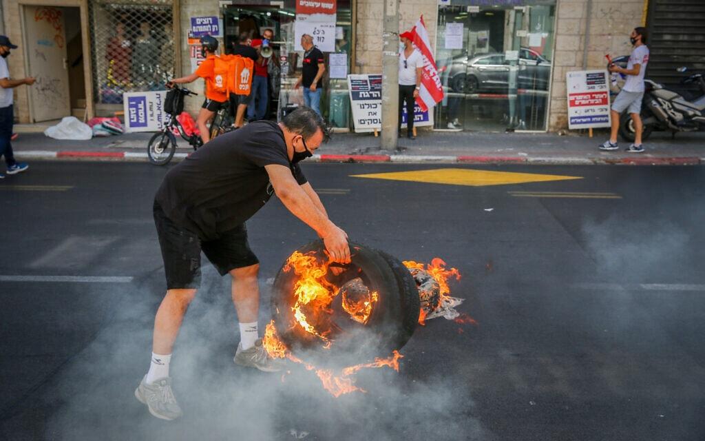 הפגנה של בעלי עסקים נגד הסגר ברחוב אילת בתל אביב, 15 באוקטובר 2020 (צילום: פלאש 90)