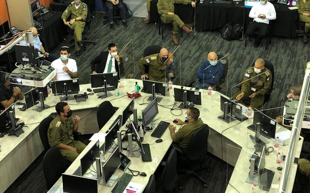 חברי הוועדה לביקורת המדינה מבקרים במפקדת אלון של פיקוד העורף, 1 באוקטובר 2020 (צילום: דוברות הכנסת)