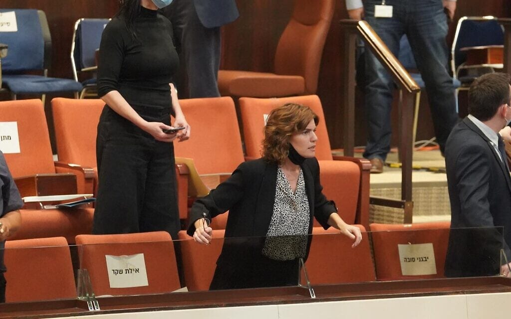 תמר זנדברג במליאת הכנסת בדיון על הקמת ועדת חקירה פרלמנטרית לפרשת הצוללות, 21 באוקטובר 2020 (צילום: שמוליק גרוסמן/דוברות הכנסת)