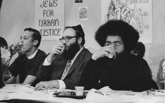 הכומר צ'נינג א' פיליפס (משמאל), הרב ארתור וסקו וטופר קארו ב-4 באפריל 1969, ליל סדר החירות הראשון (צילום: באדיבות ארתור וסקו)