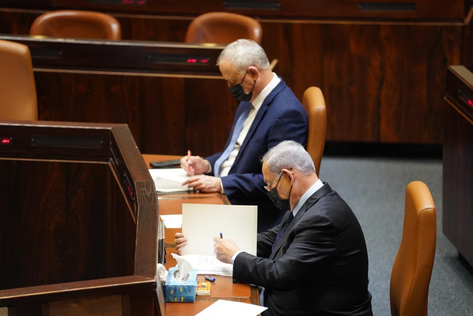 בנימין נתניהו ובני גנץ בדיון על ההסכם עם בחריין, 10 בנובמבר 2020 (צילום: דוברות הכנסת - שמוליק גרוסמן)