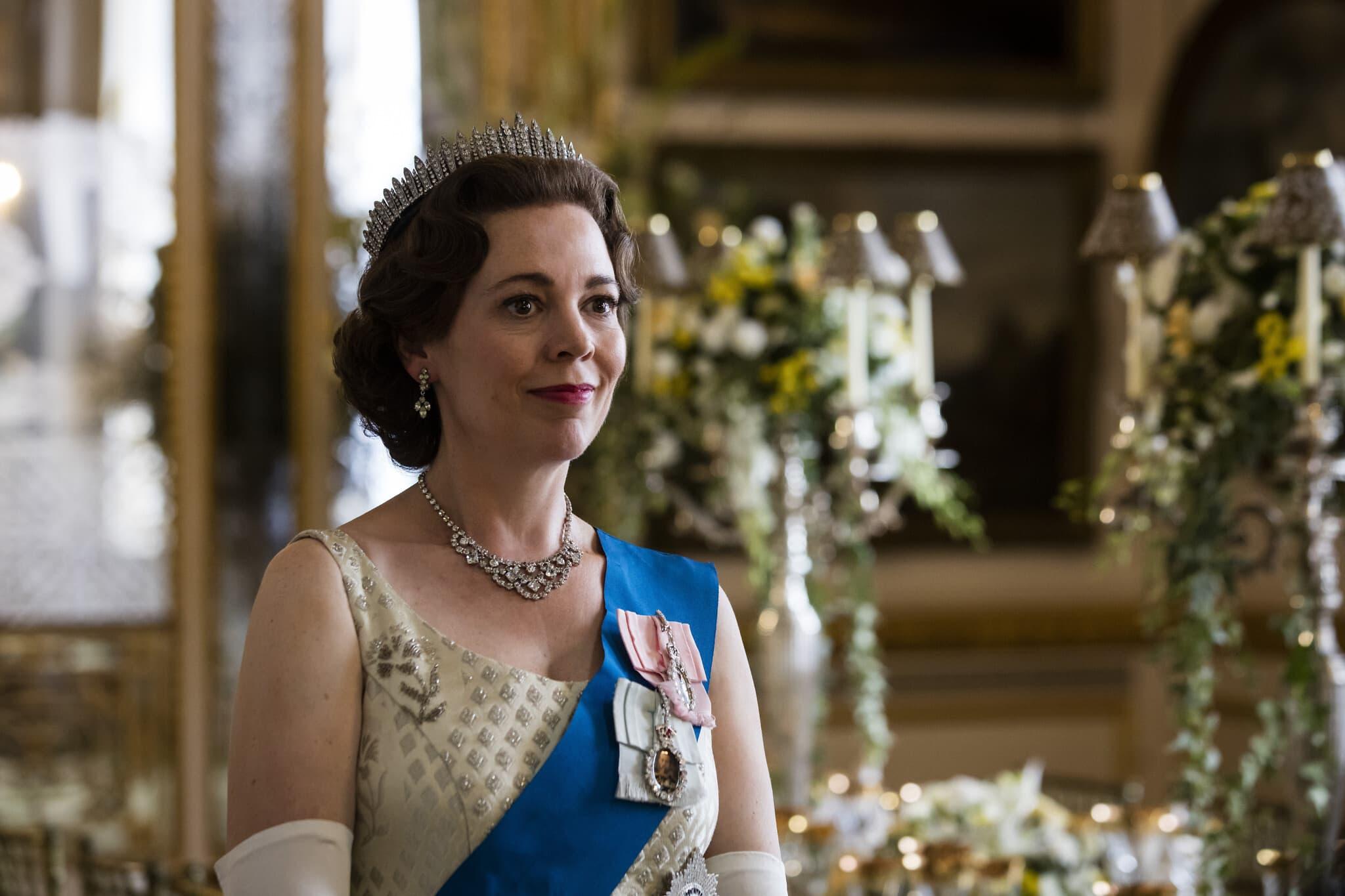 """אוליביה קולמן בתפקיד המלכה אליזבת השנייה בסדרה """"הכתר"""" של נטפליקס (צילום: Sophie Mutevelian/Netflix)"""