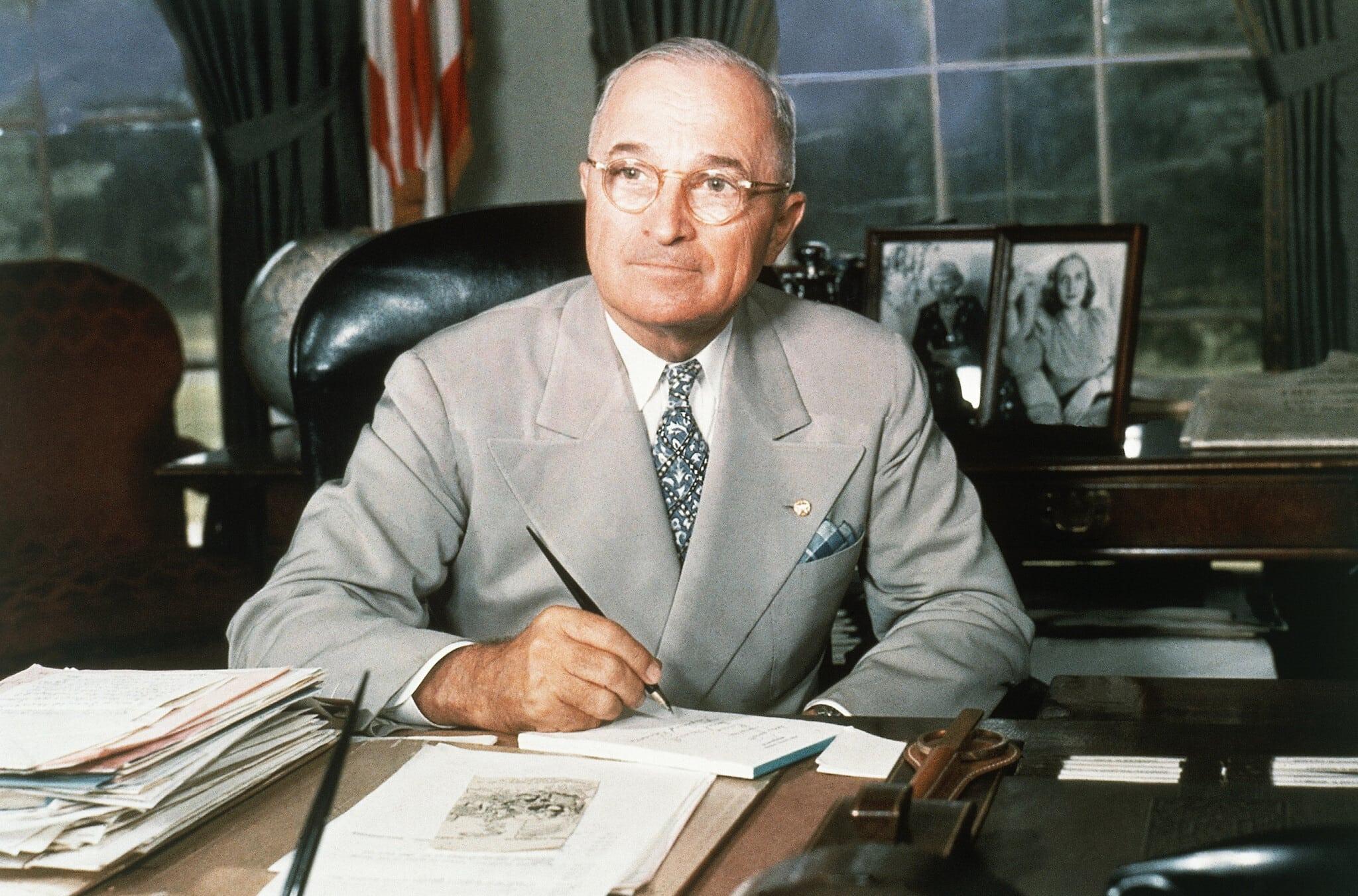 הנשיא הארי טרומן בבית הלבן, 1948 (צילום: AP Photo)