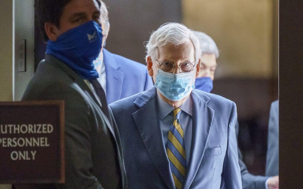 מנהיג הרוב בסנט מיטש מקונל אחרי ישיבת אסטרטגיה עם הרפובליקנים, ספטמבר 2020 (צילום: AP Photo/J. Scott Applewhite)
