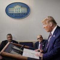 כריס כריסטי ורודי ג׳וליאני לצד טראמפ (צילום: AP Photo/Carolyn Kaster))
