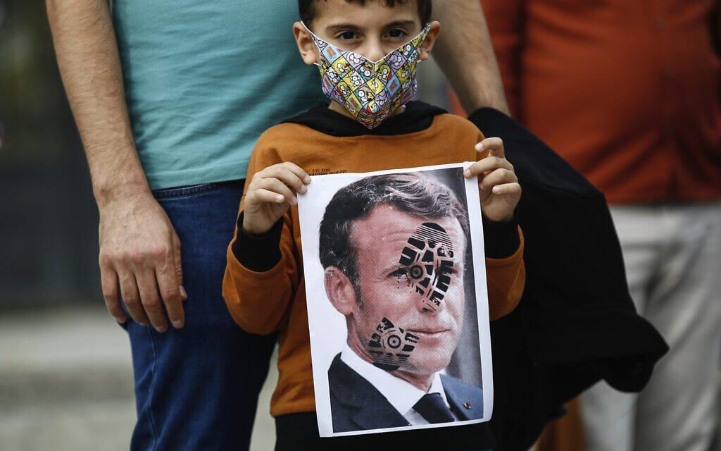 הפגנות נגד עמנואל מקרון וצרפת באיסטנבול, 25 באוקטובר 2020 (צילום: AP Photo/Emrah Gurel)