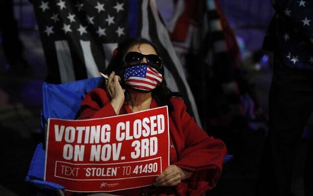 תומכת טראמפ מאוכזבת מפגינה בפנסילבניה. 5 בנובמבר 2020 (צילום: AP Photo/Rebecca Blackwell)