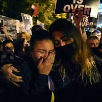 תגובת אמריקאים ברחובות להכרזת הניצחון של ג'ו ביידן, 7 בנובמבר 2020 (צילום: AP Photo/Jacquelyn Martin)