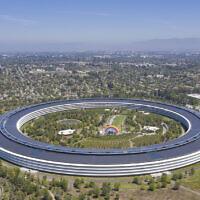 זו לא צלחת מעופפת מהחלל – זה המרכז החדש של אפל בצפון קליפורניה (צילום: Arne Müseler / arne-mueseler.com / CC-BY-SA-3.0)