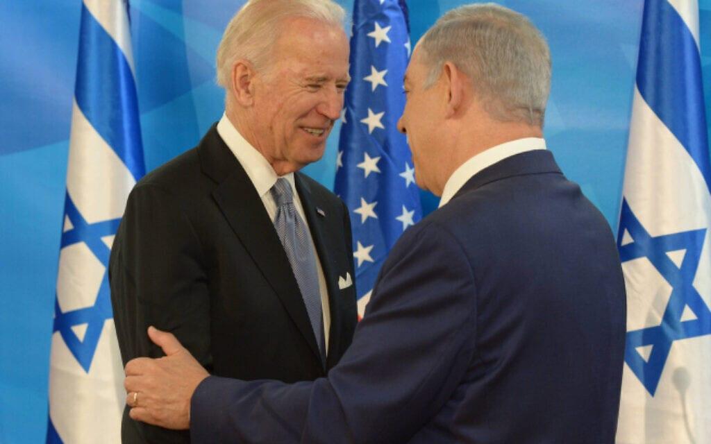 """ג'ו ביידן, בעת כהונתו כסגן נשיא ארצות הברית, נפגש עם ראש הממשלה בנימין נתניהו בלשכתו בירושלים, 9 במרץ 2016 (צילום: עמוס בן גרשום/לע""""מ - מתוך פלאש 90)"""