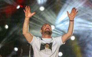 עומר אדם מופיע בפסטיבל בצפת. 14 באוגוסט 2019 (צילום: David Cohen/Flash90)