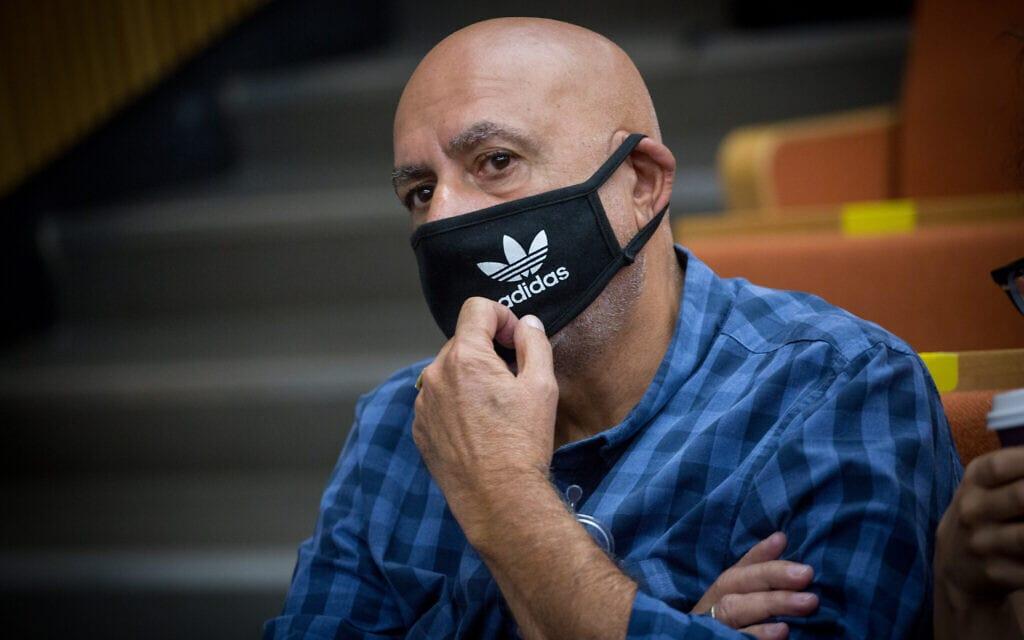 ניצב בדימוס ניסו שחם בבית המשפט המחוזי, ב-14 ביולי 2020 (צילום: מרים אלסטר/פלאש90)
