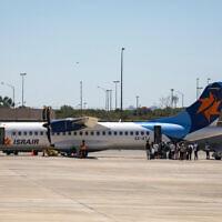 מטוס של חברת ישראייר בנמל התעופה בן-גוריון, 8 באוגוסט 2020 (צילום: אוליבייה פיטוסי, פלאש 90)