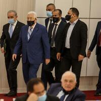 """.יו""""ר הרש""""פ מחמוד עבאס מגיע לפגישת ההנהגה הפלסטינית ברמאללה, אוגוסט 2020 (צילום: Flash90)"""