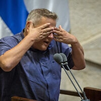 ניצן הורוביץ נואם על דוכן הכנסת, 24 באוגוסט 2020 (צילום: Oren Ben Hakoon/POOL)