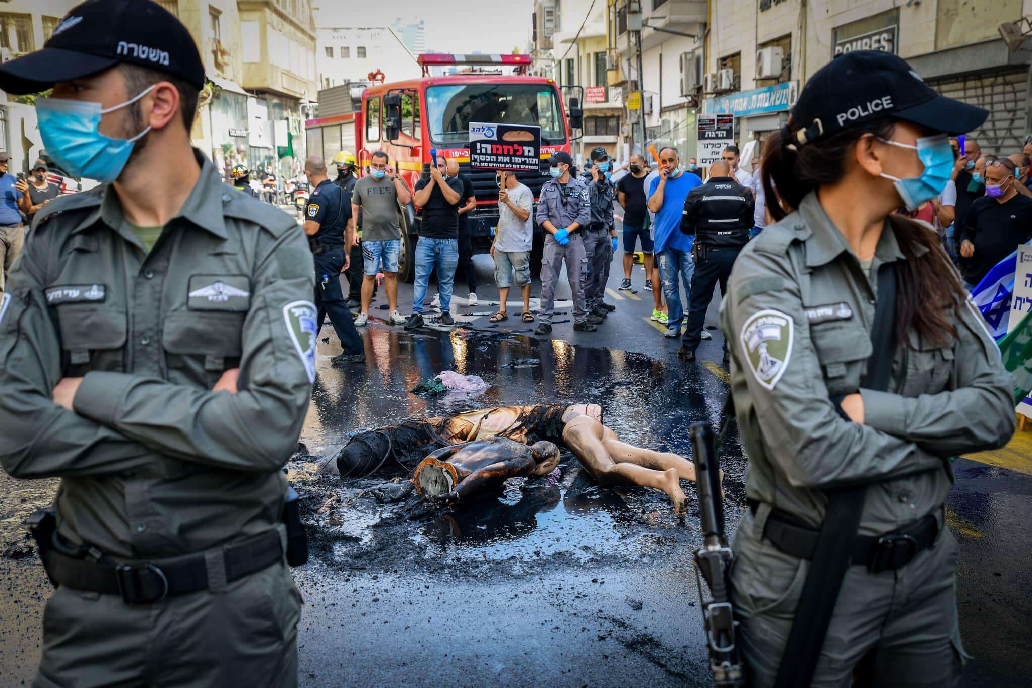 בעלי עסקים קטנים בתל אביב מפגינים נגד מגבלות הקורונה. 29 באוקטובר 2020 (צילום: Avshalom Sassoni/Flash90)