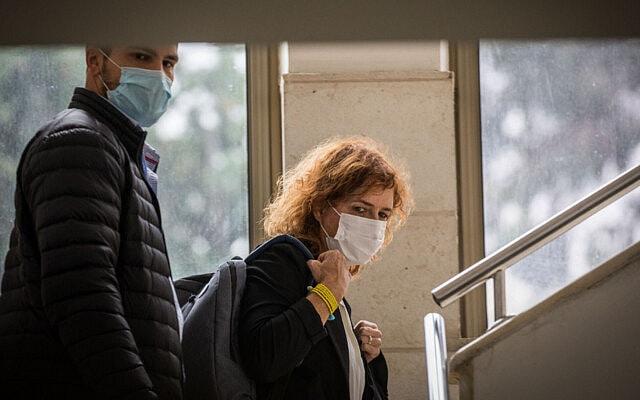 התובעת הראשית במשפט נתניהו, ליאת בן-ארי, בבית המשפט המחוזי בירושלים, 15 בנובמבר 2020 (צילום: יונתן זינדל/פלאש90)