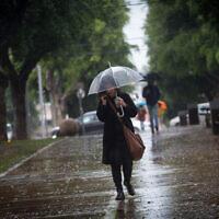 גשם בתל אביב, 26 בנובמבר 2020 (צילום: מרים אלסטר / פלאש 90)