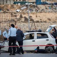 כוחות ביטחון במחסום א-זעיים, בזירה שבה נורה נהג, שנחשד כמחבל, 25 בנובמבר 2020 (צילום: יונתן זינדל, פלאש 90)