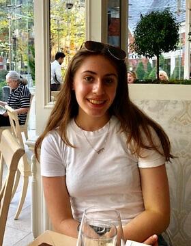 """אחת המחברות של המאמר, דליה שושן, תלמידת י""""ב בבית הספר היהודי קהילה (צילום: באדיבותה)"""