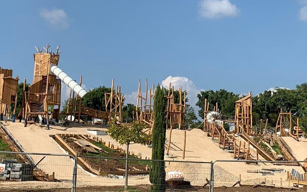 פיתוח מתקן השעשועים הראשון בפארק אריאל שרון מושלם בימים אלה. נובמבר 2020 (צילום: אבנר הופשטיין)