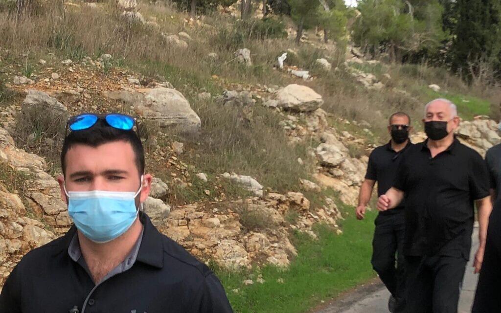 נתניהו יצא היום לטיול ביער ירושלים, 24 בנובמבר 2020 (צילום: שלום ירושלמי)