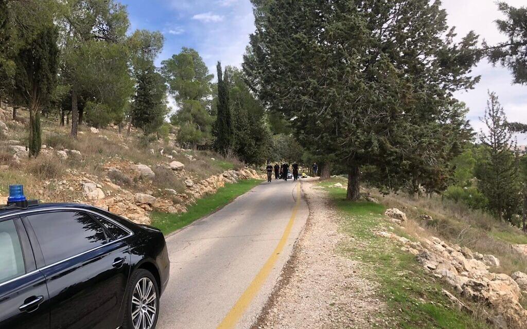 נתניהו בטיול ביער ירושלים, 24 בנובמבר 2020 (צילום: שלום ירושלמי)
