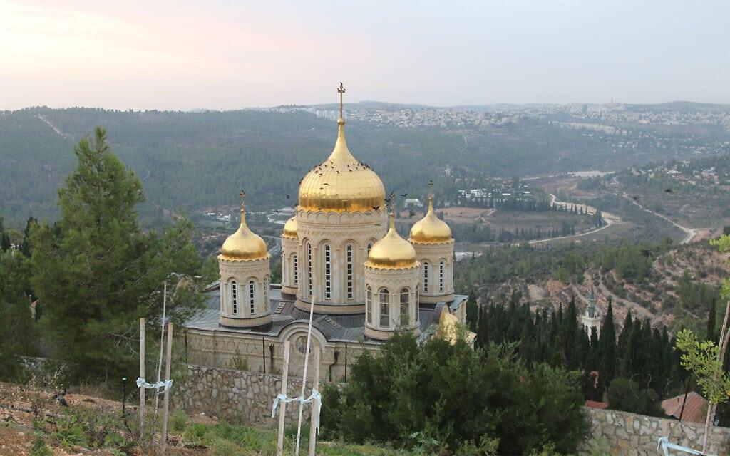 הכנסייה הרוסית אורתודוקסית בעין כרם, אשר נבנתה בתחילת תחת חסותה של אליזבת' פיודורובנה בתחילת המאה ה-20 (צילום: שמואל בר-עם)