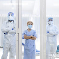אילוסטרציה. אנשי צוות רפואי בבית בחולים