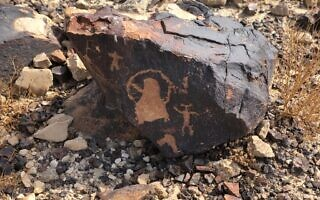 תחריטי סלע בהר כרכום (צילום: סו סורקיס)