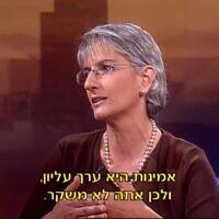 """רות ירון, צילום מסך מראיון ל""""חוצה ישראל"""" עם רינו צרור בחינוכית"""