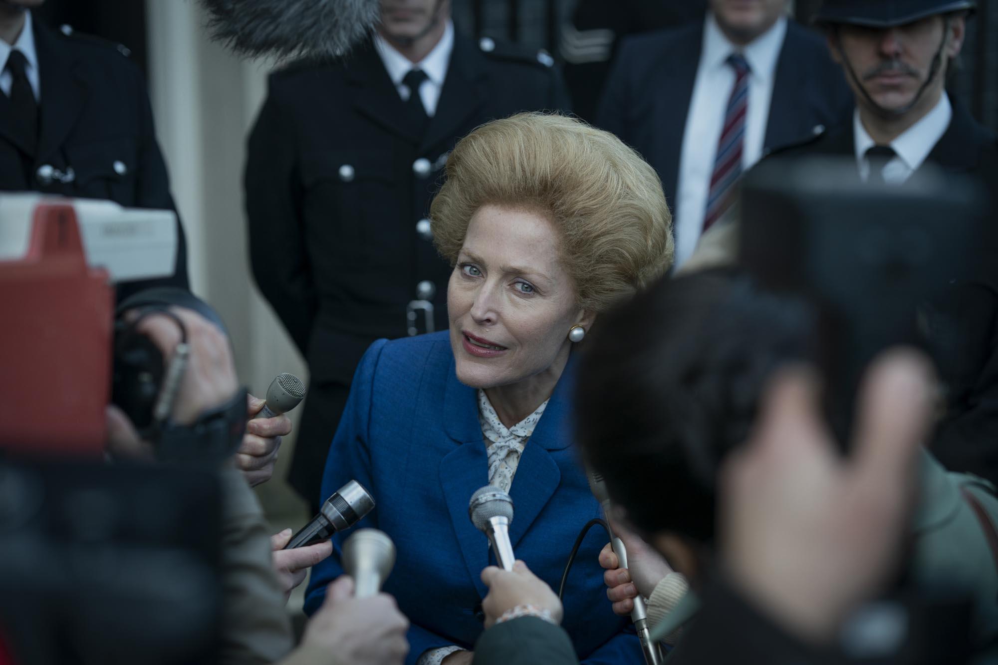 """ג'יליאן אנדרסון בתפקיד מרגרט ת'אצר בעונה הרביעית של """"הכתר"""" (צילום: Des Willie/Netflix)"""