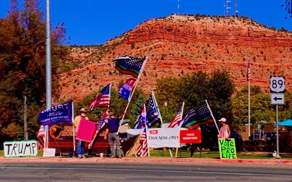 המצעד השבועי של הטראמפיסטים בעיירה קאנאב ביוטה (צילום: סמדר לביא)