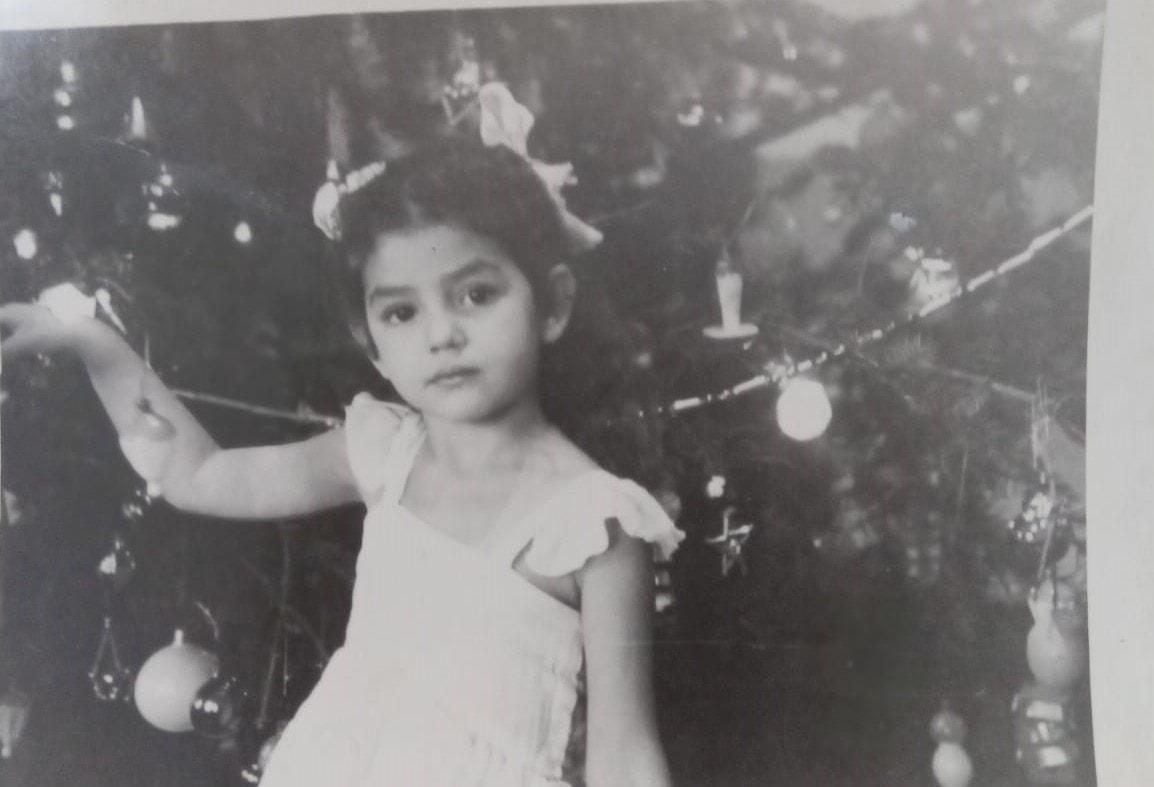 אמה של אירה טולצ'ין אימרגליק חוגגת נובי גוד בגיל 3 (צילום: האלבום המשפחתי)