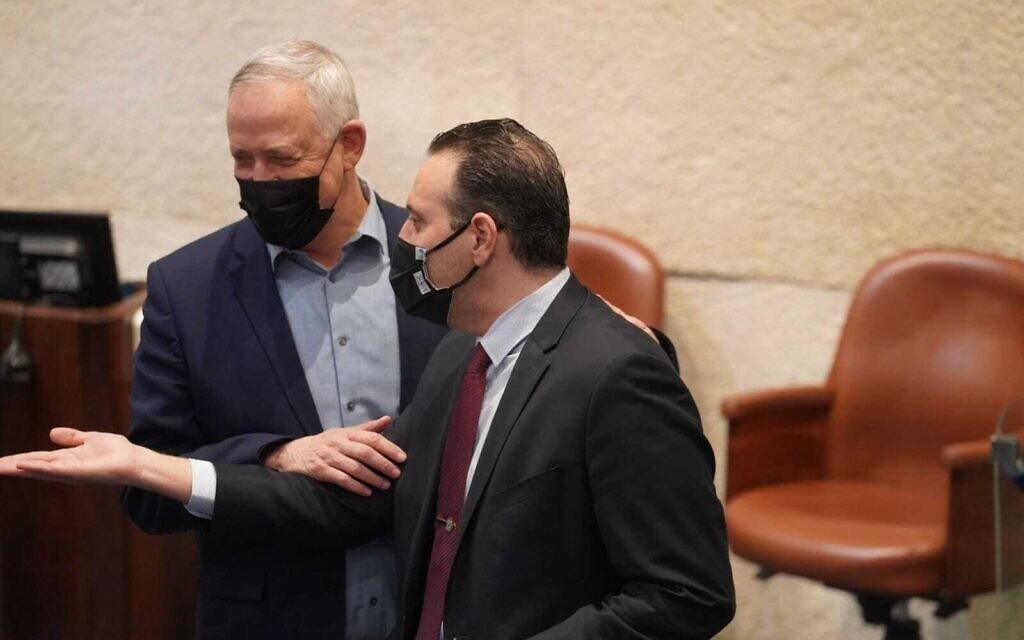 בני גנץ ומיקי זוהר במליאה. בייעוץ המשפטי של הכנסת קבעו כי היא תתפזר כבר בלילה שבין שלישי לרביעי 16 בדצמבר 2020 (צילום: דוברות הכנסת / דני שם טוב)