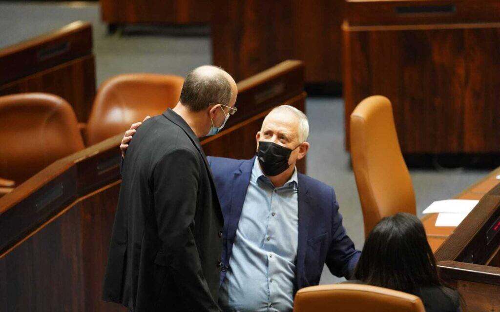 בני גנץ ואבי ניסנקורן במליאת הכנסת ב-16 בדצמבר 2020 (צילום: דוברות הכנסת / דני שם טוב)
