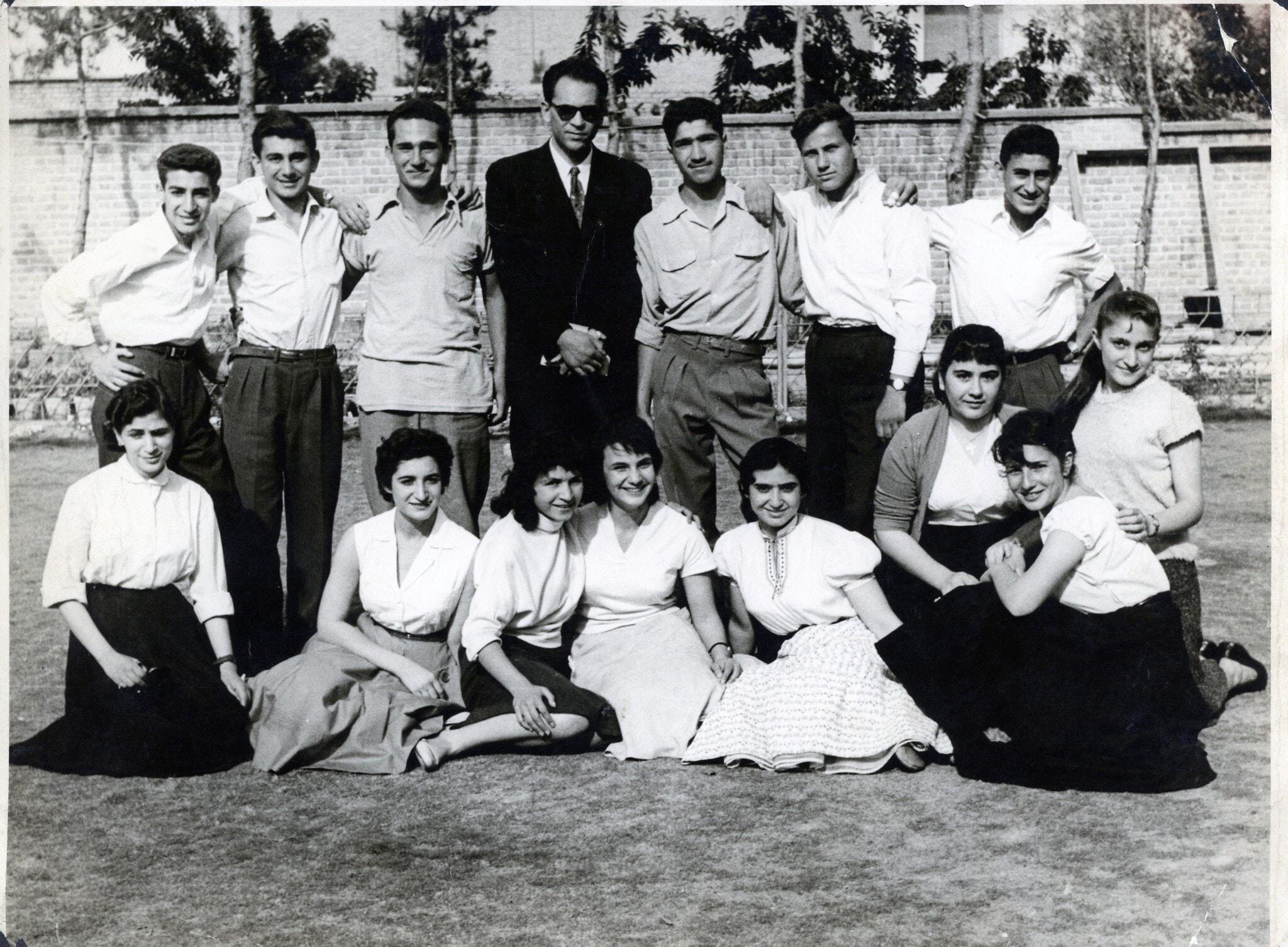 בית הספר היהודי בטהרן, שם למד אביה של ג'לין סאפר, ב-1956