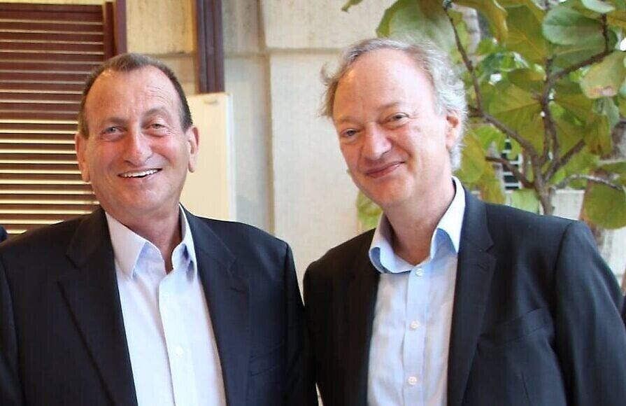 משמאל: זק גרטלר ורון חולדאי (צילום: שגרירות בריטניה)