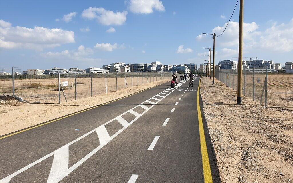 מעברים שפתחה עיריית תל אביב מחברים את שכונות עבר הירקון אל הים (צילום: אביב לביא)