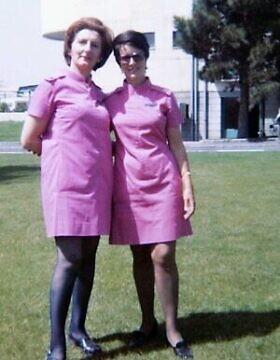 אמה של ג'קלין סאפר, סטלה לאווי (משמאל), עובדת בנמל התעופה מהראבאד, טהרן, 1973 (צילום באדיבות סאפר)